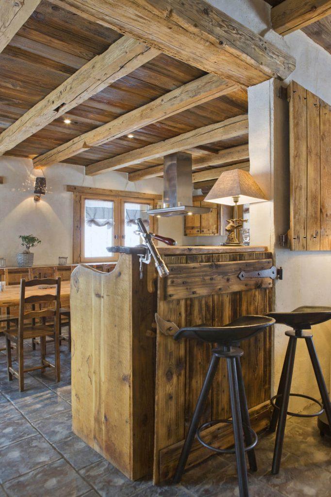 Chalet rustique avec meuble en bois
