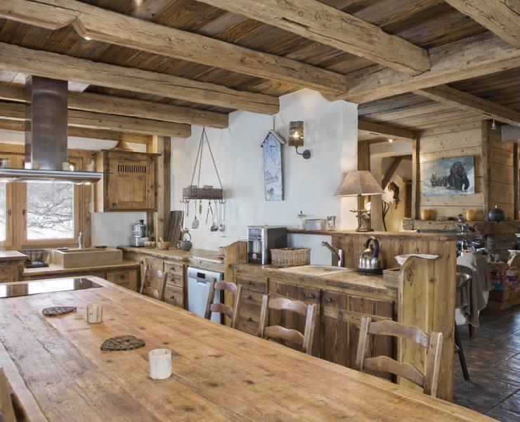 Salle à manger avec table en bois chalet rustique