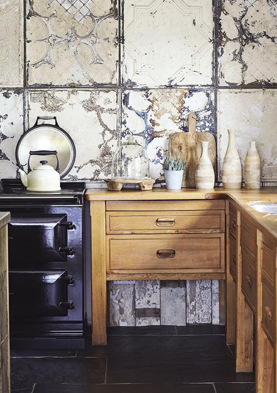 Pour une décoration ethnique chic, des Meubles style rustique pour une charmante maison de campagne
