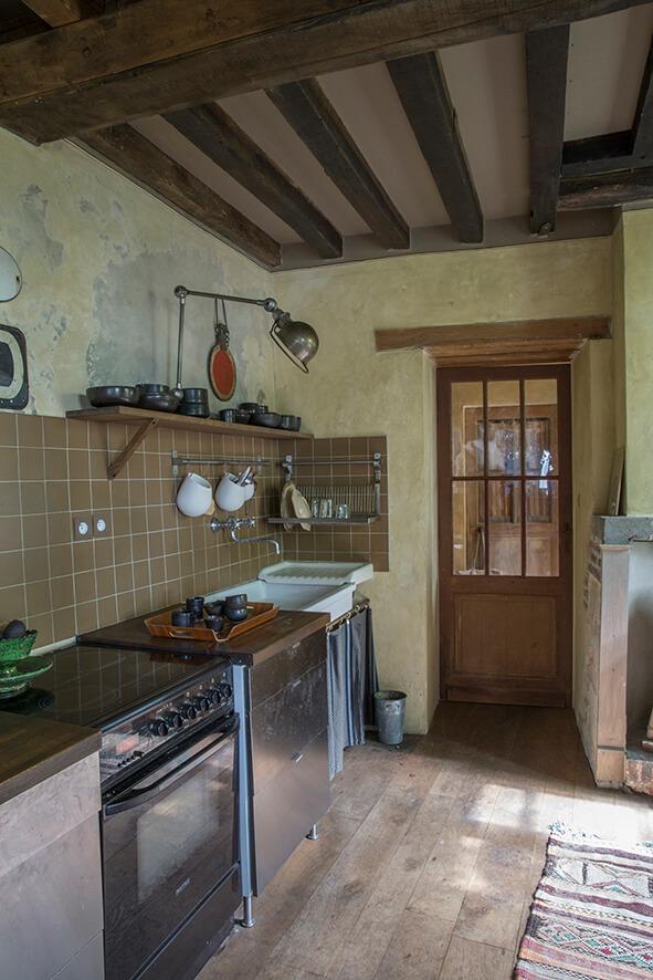 cuisine avec four dans une maison authentique