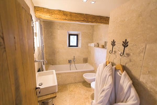 Salle de bain maison de campagne au style provençal