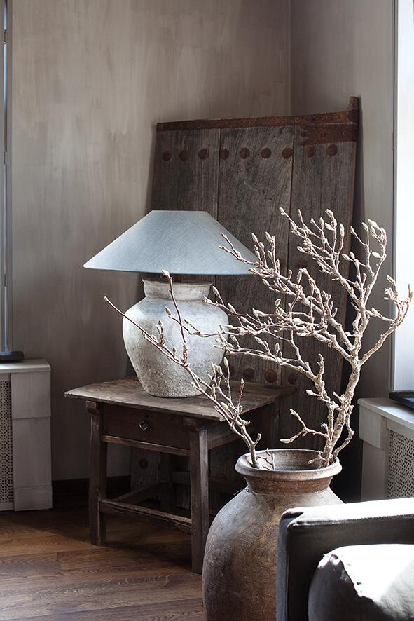 Lampe en vase dans une maison de campagne