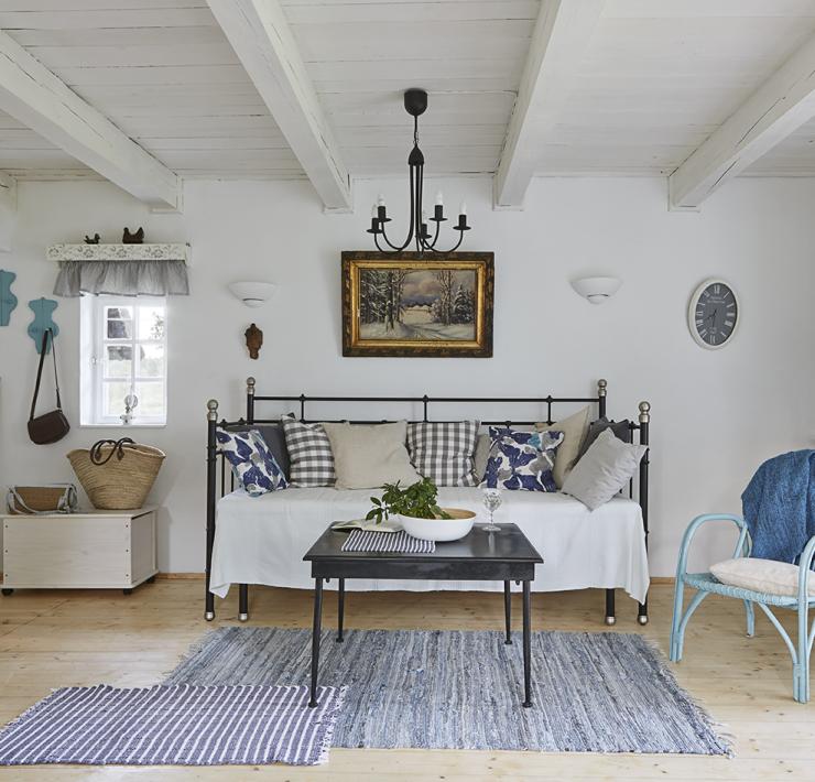 Salon avec canapé décoration style romantique