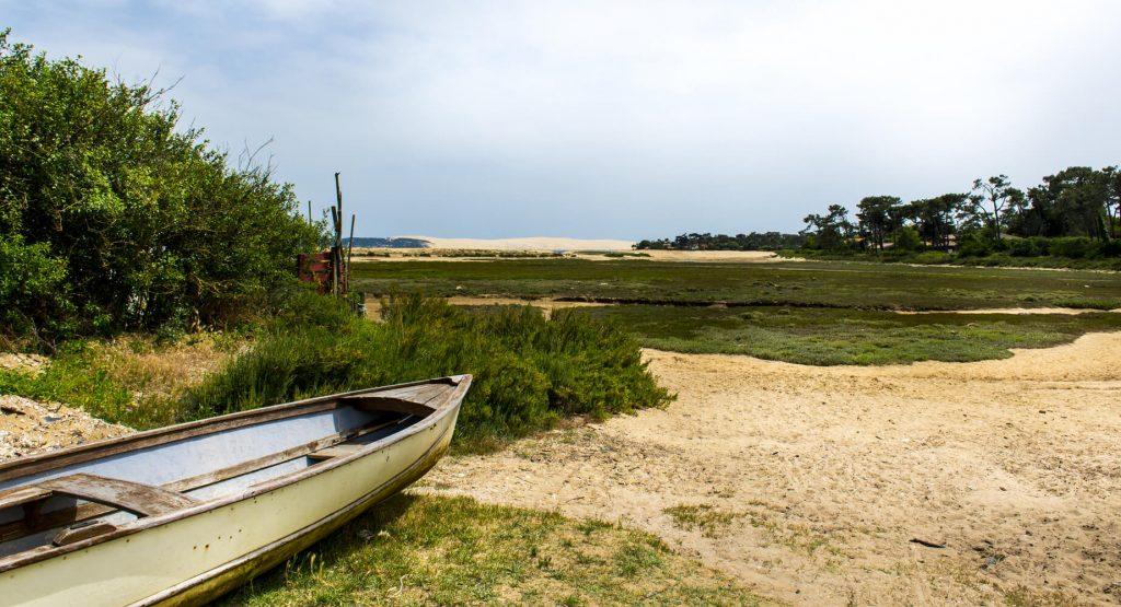 Plage et sable avec bateau