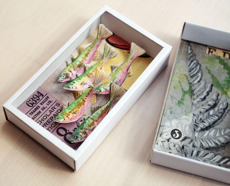 Une diorama crée avec un ticket de bus et l'autre diorama est dessiné un oiseau