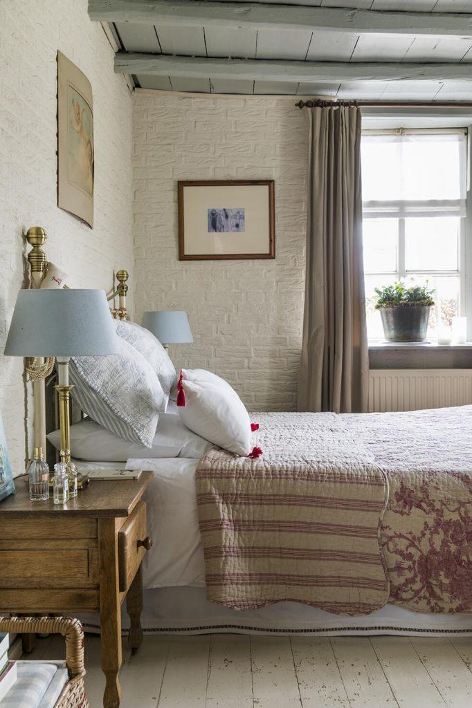 Chambre avec lit deux places