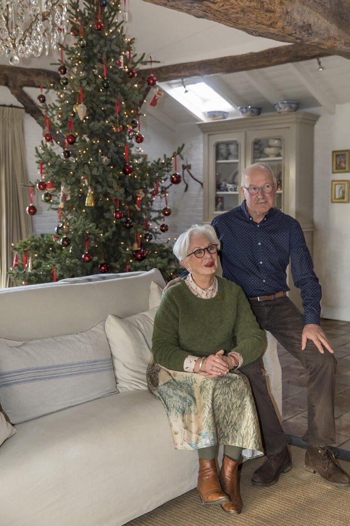 Leny et Harrie les propriétaire d'une maison de campagne à la déco de Noël traditionnelle