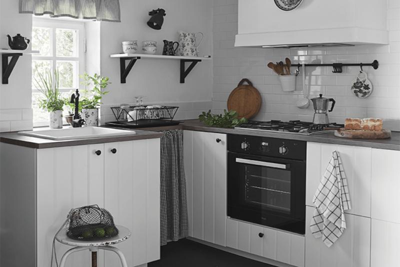 Cuisine maison de campagne à la décoration style romantique chic