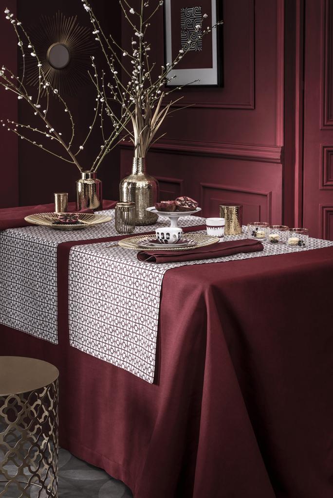 Collection « Le Grand T », impression numérique motif grand T ; set de table, 13.90€ ; tête à tête, 49€ ; Alexandre Turpault.