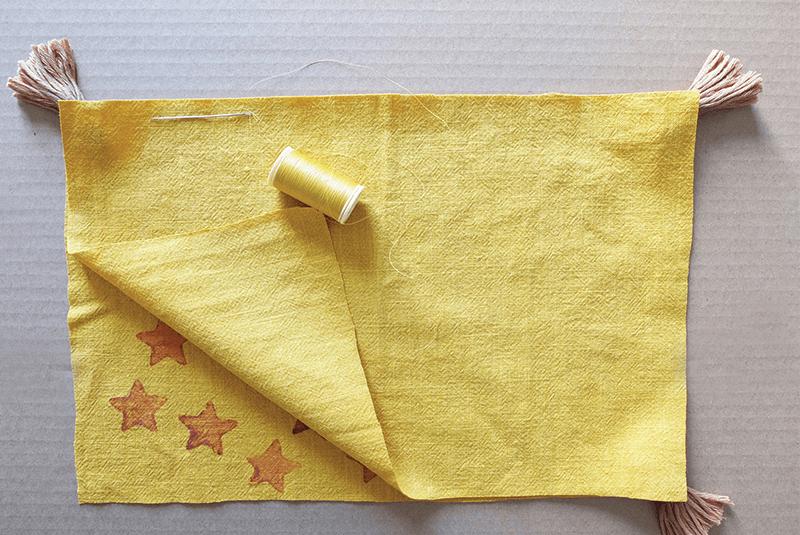 Tissu jaune pour la fabrication d'une housse de coussin