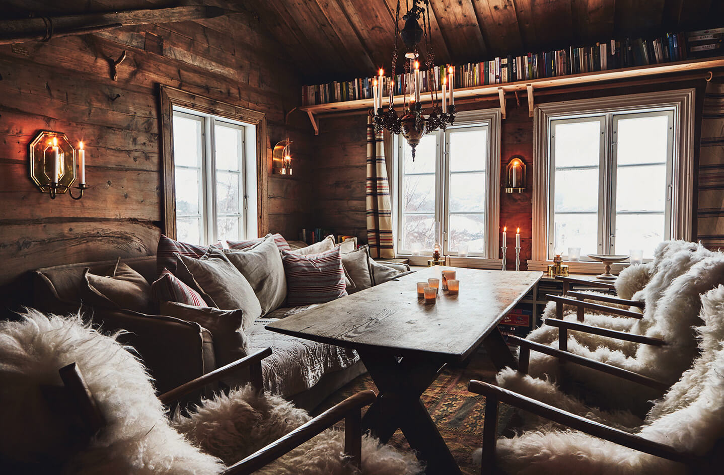 Salon dans un chalet au style rustique chic