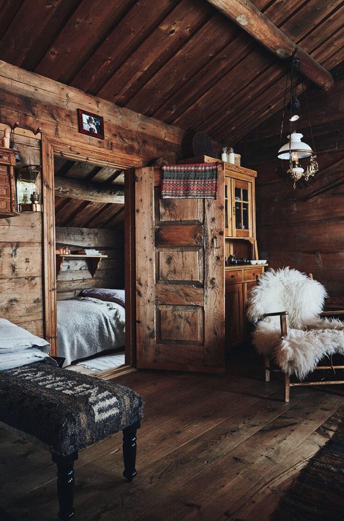 Chambre au style rustique chic dans un chalet en bois