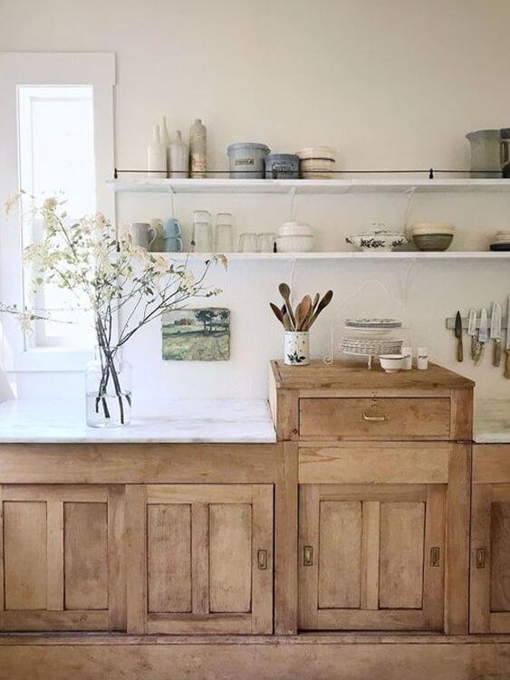 meubles en bois dans une cuisine
