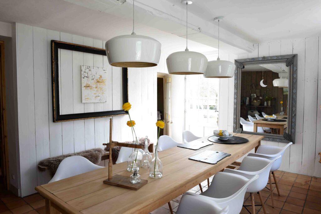 salle à manger à l'esprit contemporain