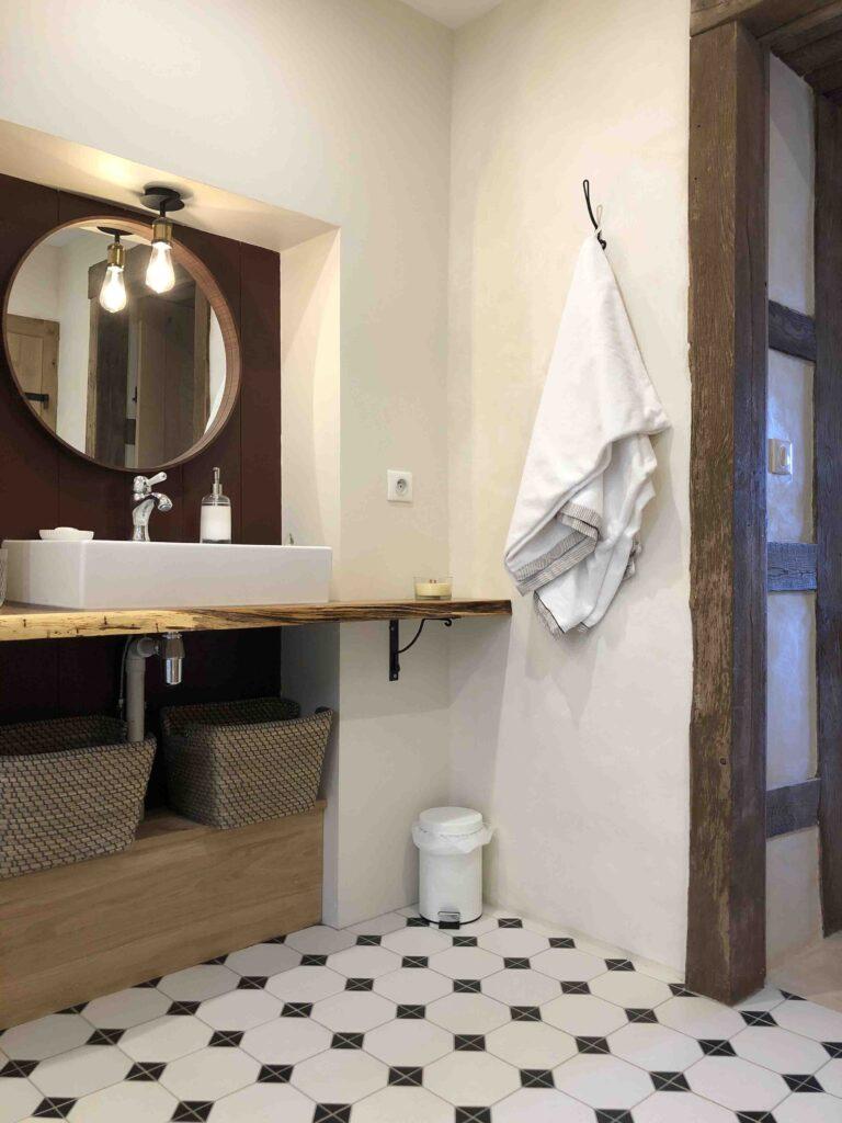 décor médiéval salle de bain