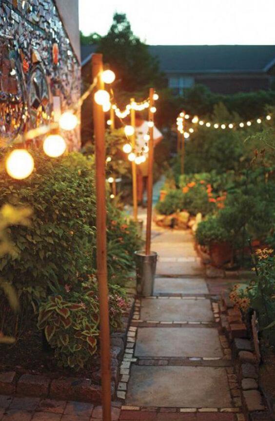 décorer son jardin avec des guirlandes