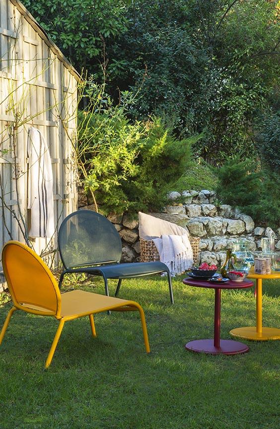 décorer son jardin avec des mobiliers en couleur